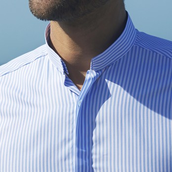 Reverse collar shirt with white and light blue stripes